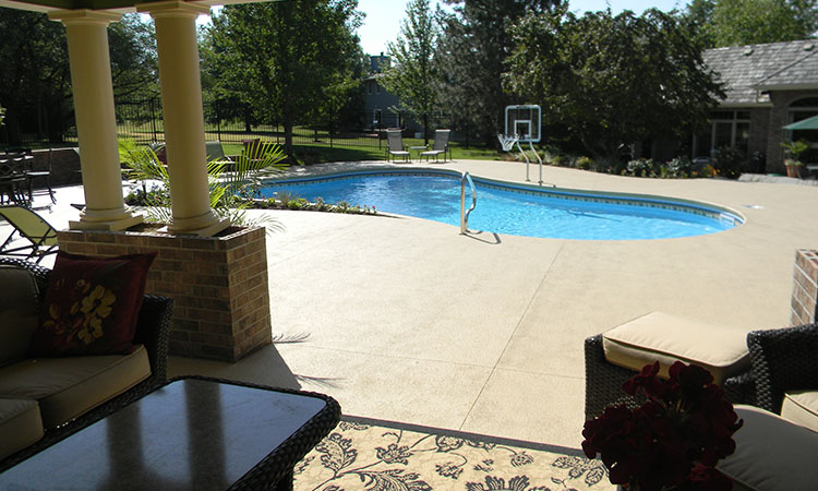 - Sunflower Pool And Patio